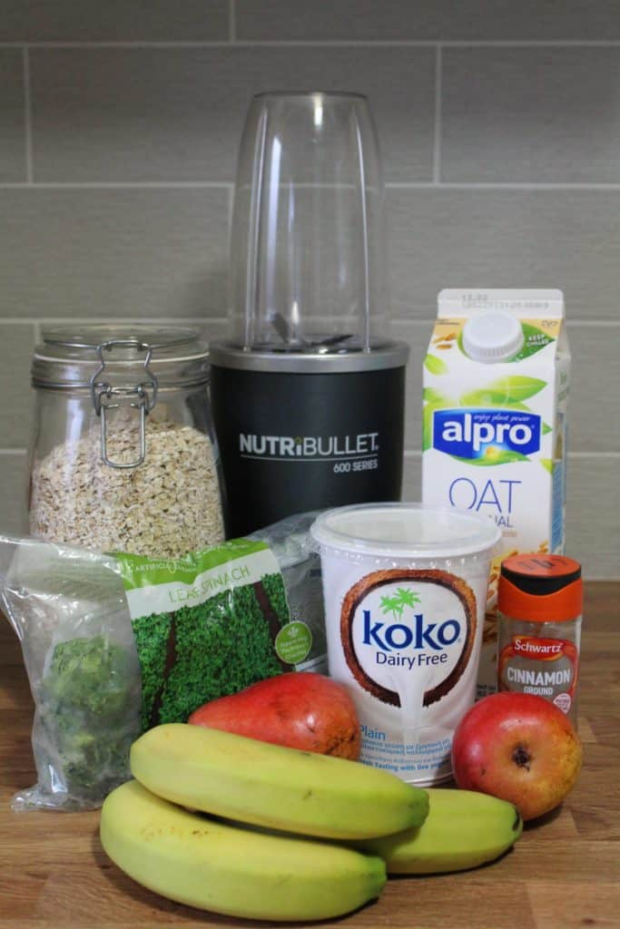 ingredients for pear and cinnamon smoothie