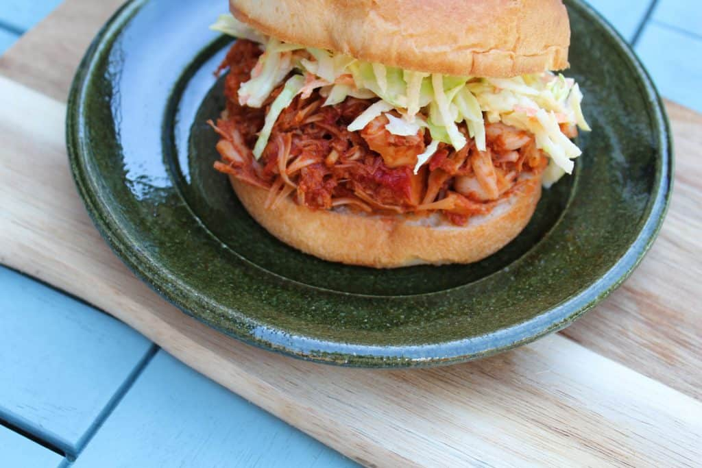 low fodmap pulled jackfruit in a bun