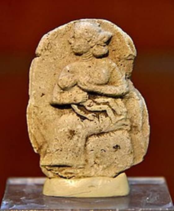 breastfeeding statue